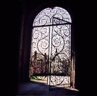 Cancello di ingresso di Rocca Brivio, copertina del progetto Occhio all'Obiettivo